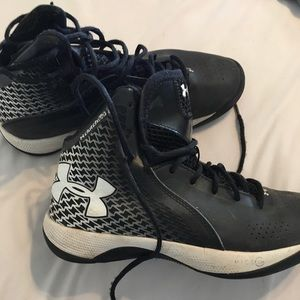 Under Armour basketball shoes. Women's size 8.